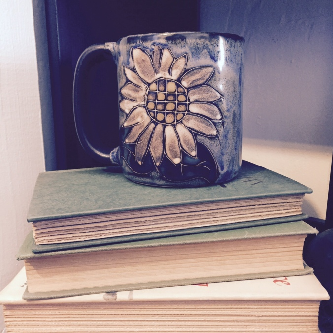 Mara Pottery Mug with Daisy